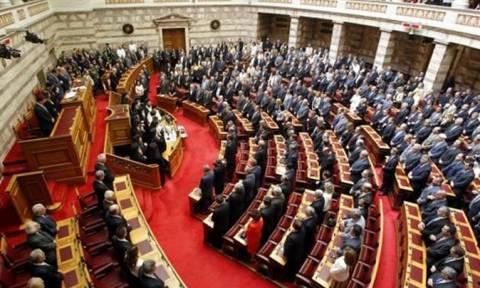 Βουλή: Υπερψήφιση αρκετών άρθρων του νομοσχεδίου με ρυθμίσεις για τους οπλίτες