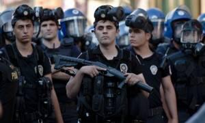 Τουρκία: Μαζική σύλληψη διανοούμενων που τάχθηκαν υπέρ της ειρήνης