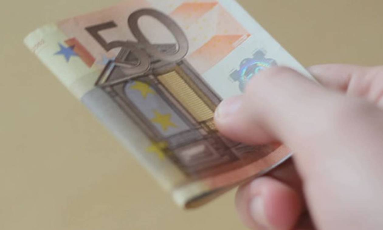 Απίστευτη απάτη στη Θεσ/νικη: Έβγαλε 4.000 ευρώ επειδή «κλειδώθηκε έξω από το αυτοκίνητό του»!