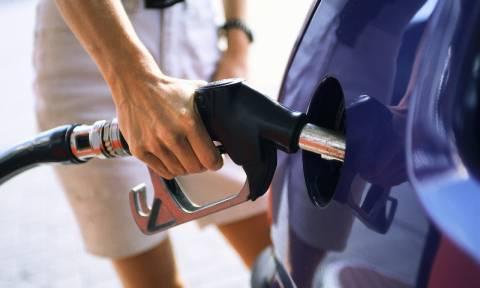 Όργιο κερδοσκοπίας με την βενζίνη – Γιατί δεν πέφτει η τιμή;