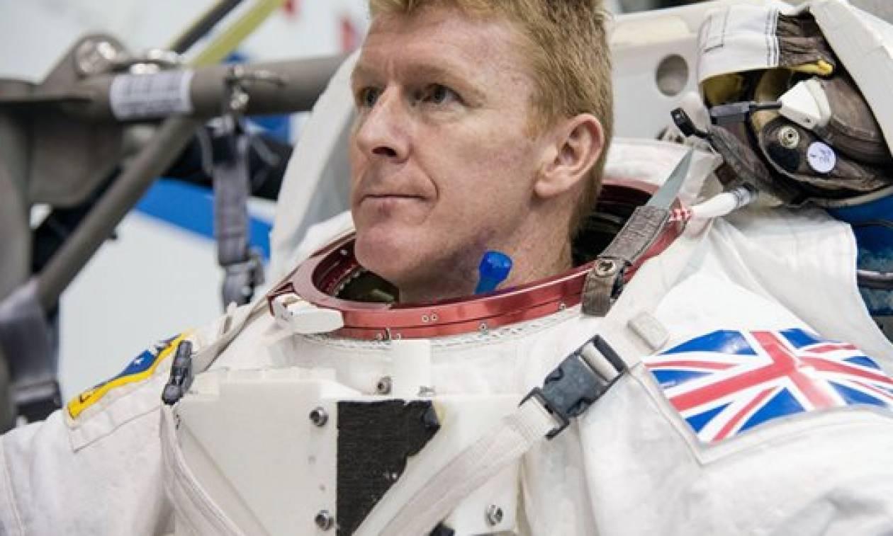 Ο Τιμ Πικ είναι ο πρώτος Βρετανός που «περπάτησε» στο διάστημα (video&photos)