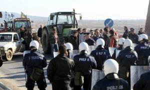 Σε θέσεις μάχης οι αγρότες για το ασφαλιστικό- Κατασκήνωσαν στον Προμαχώνα