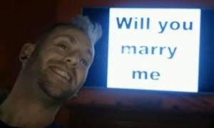 Βρετανία: Tης έκανε πρόταση γάμου 148 φορές! (vid)