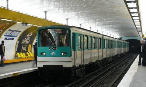 Φρίκη στο Μετρό: Πιάστηκε το παλτό του στις πόρτες και σκοτώθηκε!