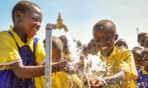 Συγκινητικό: Παιδιά στη Ζάμπια βλέπουν για πρώτη φορά καθαρό νερό! (video)