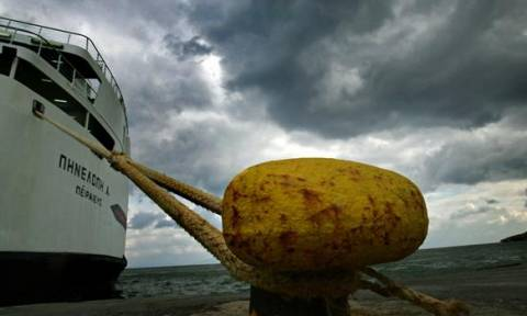 Κακοκαιρία: Ποια πλοία παραμένουν δεμένα στα λιμάνια
