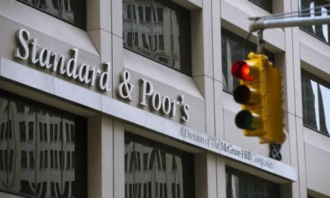 O S&P υποβάθμισε το κρατικό αξιόχρεο της Πολωνίας