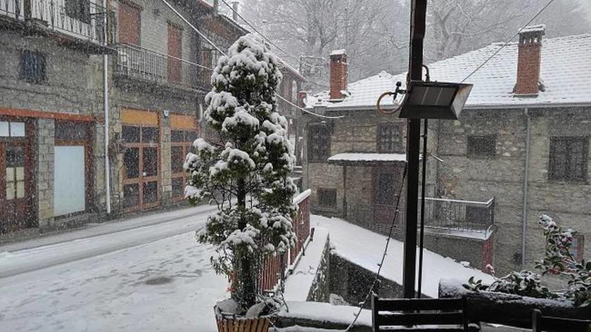 Ιωάννινα: Χιονοπτώσεις από την νύχτα στα ορεινά της Ηπείρου - Επί ποδός η Πολιτική Προστασία