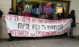 Θεσσαλονίκη: Ένταση για τα ανοιχτά καταστήματα - Πανό και αποκλεισμός εισόδων μαγαζιών