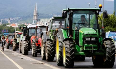 Αγρότες: Στήνουν μπλόκα σε όλη την Ελλάδα