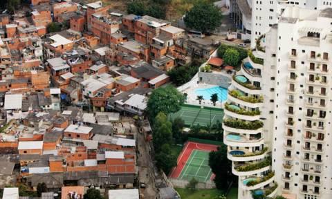 Οι 62 πλουσιότεροι του πλανήτη έχουν όσα χρήματα έχει ο μισός πληθυσμός της Γης