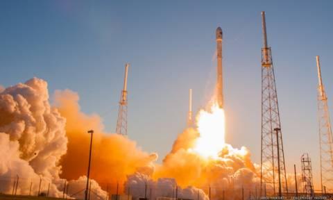 Έκρηξη διαστημικού πυραύλου κατά την επιστροφή του στη γη (Vid)
