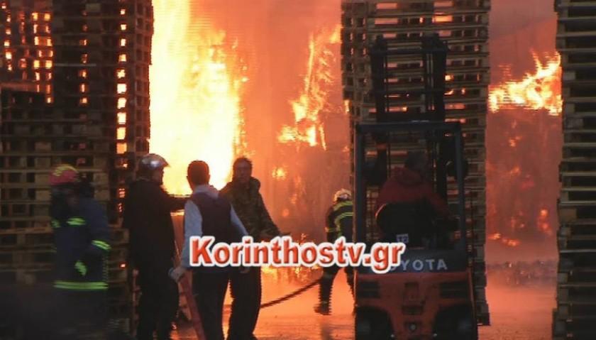 ΤΩΡΑ: Μεγάλη φωτιά σε εργοστάσιο στην Αρχαία Κόρινθο - Δείτε συγκλονιστικές εικόνες (pics)