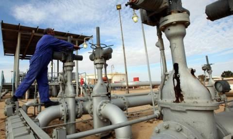 Αγορά πετρελαίου: Σε χαμηλό από το 2003 το αργό μετά την άρση των κυρώσεων στο Ιράν