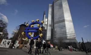 Η πτώση του πετρελαίου οδηγεί την ΕΚΤ στη λήψη νέων μέτρων