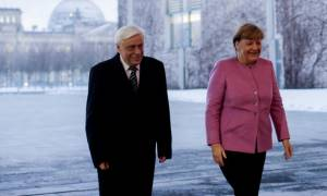 Συνάντηση Παυλόπουλου - Μέρκελ: Η Ελλάδα θα τηρήσει στο ακέραιο τις δεσμεύσεις της
