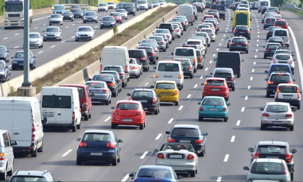ΥΠΟΙΚ: Τι θα ισχύσει για τέλη κυκλοφορίας και καύσιμα