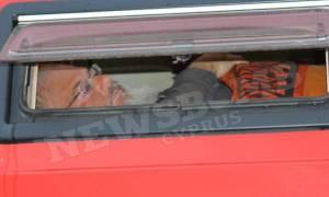 Ηλικιωμένος ζει καθημερινά σε αυτοκίνητο στο κέντρο της Λευκωσίας (photos)