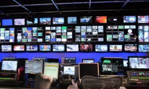 Άγρια κόντρα ΣΥΡΙΖΑ - ΝΔ για τις τηλεοπτικές άδειες