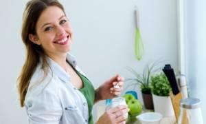 Γυναικείες ουρολοιμώξεις: Τι πρέπει να τρώτε καθημερινά για να τις προλάβετε