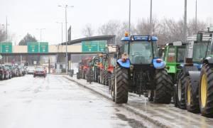 «Κύμα» αντιδράσεων για το ασφαλιστικό: Οι αγρότες κόβουν στα δύο την Ελλάδα