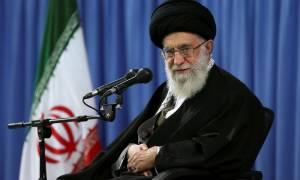 Ιράν: Ο Αγιατολάχ Αλί Χαμενεΐ χαιρέτισε την άρση των κυρώσεων