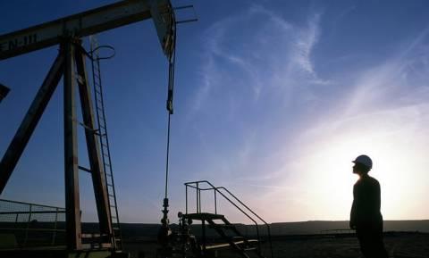 Αγορές πετρελαίου: Ισχυρές πιέσεις στα 27 δολ. το αμερικανικό αργό