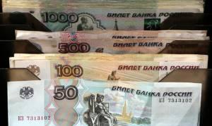 Κοντά σε ιστορικά χαμηλό έναντι του δολαρίου το ρούβλι