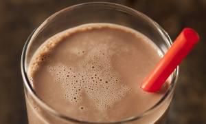 Έτσι θα σωθεί η οικονομία; ΦΠΑ 13% στο σκέτο γάλα και 23% στο σοκολατούχο!