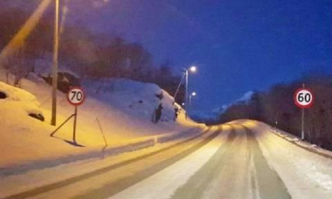 Νορβηγός βγήκε με τα εσώρουχα στους -17 για να σώσει το αυτοκίνητό του