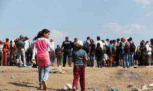 Περίπου 800 πρόσφυγες παραμένουν εγκλωβισμένοι στην Ειδομένη