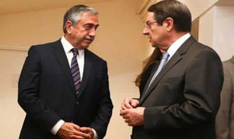Κυπριακό: Στο Νταβός ο Μπαν Κι Μουν αξιολογεί με Αναστασιάδη- Ακιντζί τις διαπραγματεύσεις