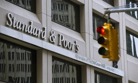 Τι «θέλει» ο S&P για να αναβαθμίσει το αξιόχρεο της Ελλάδας