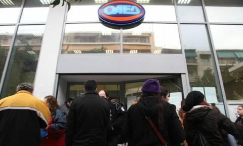 Αυξάνονται συνεχώς οι εγγεγραμμένοι άνεργοι στον ΟΑΕΔ