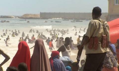 Μπαράζ επιθέσεων στη Σομαλία: Εκρήξεις παγιδευμένων οχημάτων και επίθεση σε ξενοδοχείο
