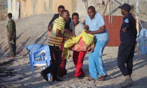 Μακελειό στο Μογκαντίσου: 20 νεκροί από επίθεση ισλαμιστών σε παραλιακό μπαρ (Vid)