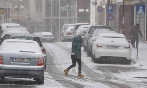 Καιρός: Χαμηλή θερμοκρασία και χιόνια τις πρώτες πρωινές ώρες του Σαββάτου
