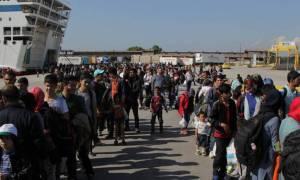 Περισσότεροι από 3.300 πρόσφυγες και μετανάστες έφτασαν σήμερα Σάββατο στον Πειραιά