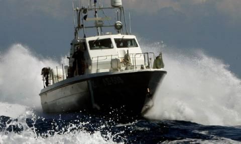 Σταμάτησαν λόγω καιρού οι έρευνες για αγνοούμενους στο ναυάγιο της Καλολίμνου
