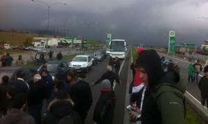 Έκλεισαν σε δύο σημεία την Εθνική Οδό Aθηνών - Λαμίας οι αγρότες