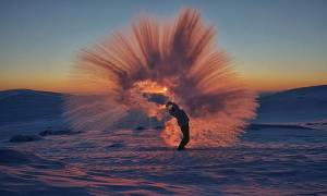 Ο Καναδός φωτογράφος που υμνεί την απόκοσμη ομορφιά της Αρκτικής
