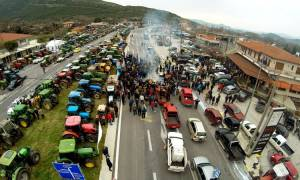 Μπλόκα αγροτών: Τι αποφασίστηκε στην σύσκεψη στα Τέμπη
