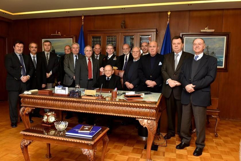 Επίσκεψη πρώην Αρχηγών Στόλου στη βάση Σαλαμίνας (pics)