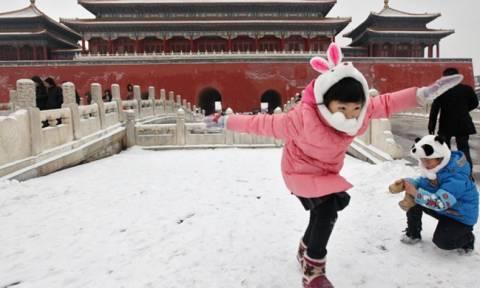 Πρωτοφανές κύμα ψύχους στην Κίνα ενεργοποίησε «πορτοκαλί συναγερμό»!