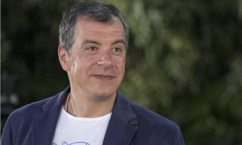 Θεοδωράκης: Ο Τσίπρας έχει «δέσει» πολλαπλώς τους «153»