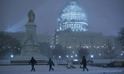 Ο Snowzilla πολιορκεί τη Νέα Υόρκη! (photos + videos)