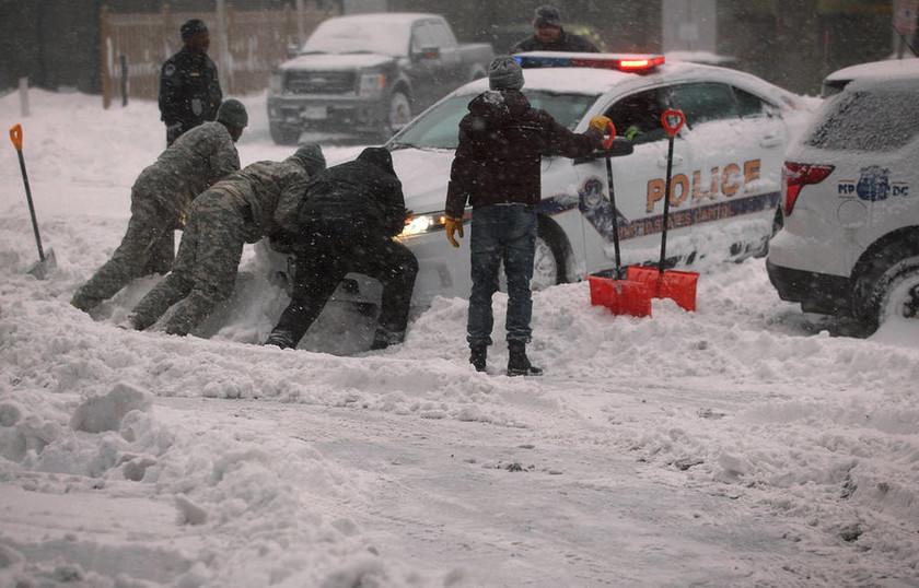 Παραλύουν οι ΗΠΑ σε μία από τις σφοδρότερες χιονοθύελλες στην ιστορία τους (Vids & Pics)