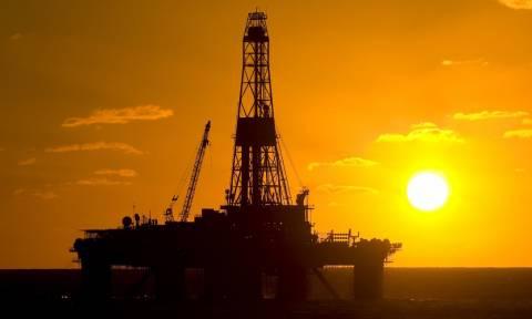 Ανάλυση: Γιατί η πτώση στην τιμή του πετρελαίου θέτει σε κίνδυνο την παγκόσμια οικονομία