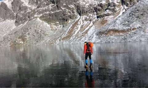 Περπατώντας πάνω στον καθαρότερο πάγο του πλανήτη (Vid)
