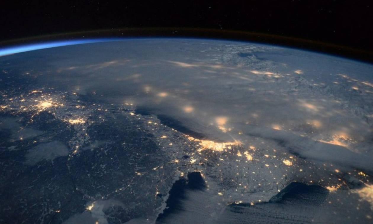Συγκλονιστικές φωτογραφίες: Αστροναύτης τουιτάρει από το διάστημα φωτογραφίες του Snowzilla (Pics)
